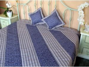 Prehoz na posteľ: Fialkové kvietky a prúžky