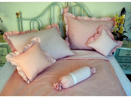 Krepové posteľné obliečky: Lososové kvietky a prúžky tmavé s volánom