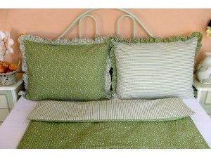 Krepové posteľné obliečky: Olivové kvietky a prúžky s volánom