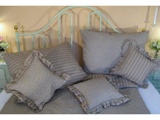 Krepové posteľné obliečky: Azúrovo-kakaové kvietky a prúžky