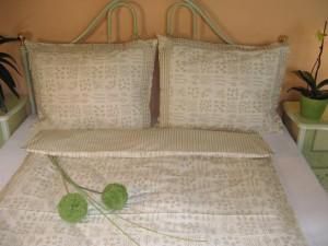 Bavlnené posteľné obliečky: Biela káva s volánom