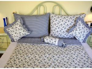 Bavlnené posteľné obliečky: Nevädzovomodré kvietky a prúžky