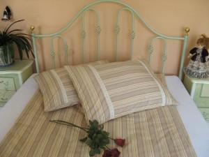Bavlnené posteľné obliečky: Kávové prúžky s čipkou